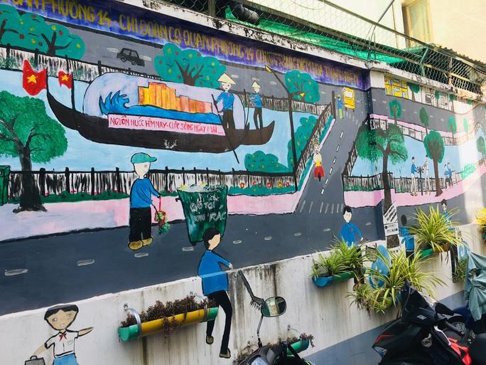 Cuộc vận động Người dân TP HCM không xả rác...: Dọn rác từ trong ý thức - Ảnh 1.