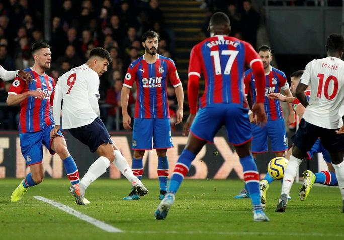 Liverpool thách thức sân cỏ Ngoại hạng - Ảnh 1.