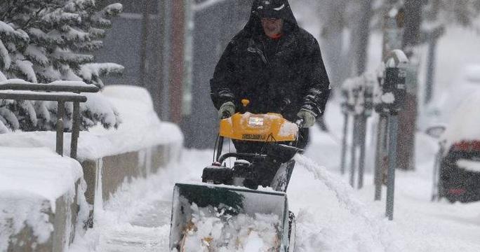 """Mỹ oằn mình trước bão tuyết, """"bom lốc xoáy"""" - Ảnh 1."""