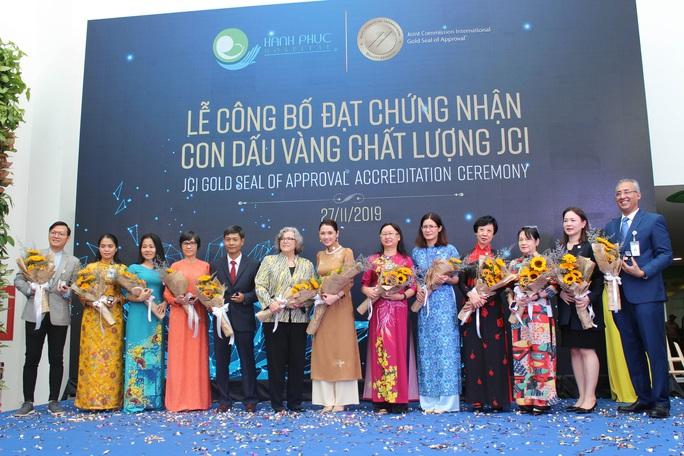 Bệnh viện sản-nhi đầu tiên Việt Nam đạt chứng nhận quốc tế về an toàn người bệnh - Ảnh 1.