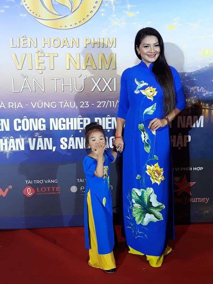 Lan Phương, Ngọc Ánh, Thanh Thuý đọ sắc trên thảm đỏ liên hoan phim - Ảnh 6.