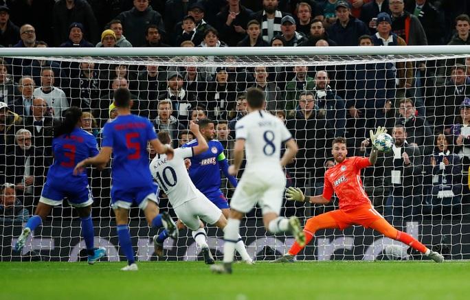 Tottenham bùng nổ với Mourinho, vượt vòng bảng Champions League  - Ảnh 7.