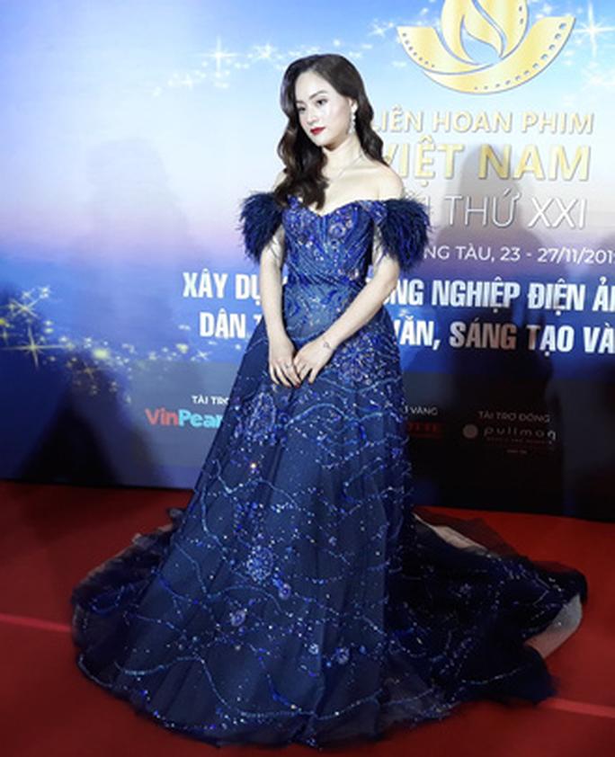 Lan Phương, Ngọc Ánh, Thanh Thuý đọ sắc trên thảm đỏ liên hoan phim - Ảnh 1.