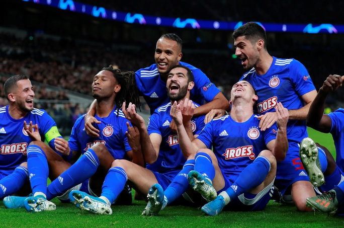 Tottenham bùng nổ với Mourinho, vượt vòng bảng Champions League  - Ảnh 5.