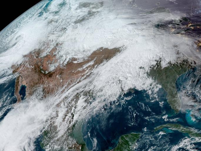 Bom lốc xoáy đang lao thẳng vào Mỹ - Ảnh 1.