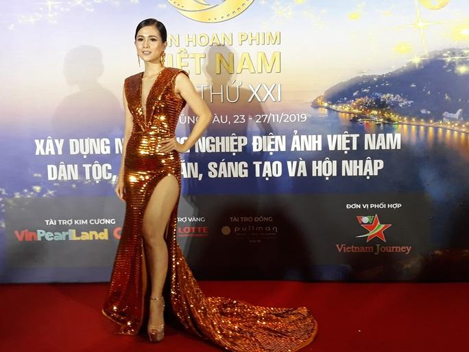 Lan Phương, Ngọc Ánh, Thanh Thuý đọ sắc trên thảm đỏ liên hoan phim - Ảnh 7.