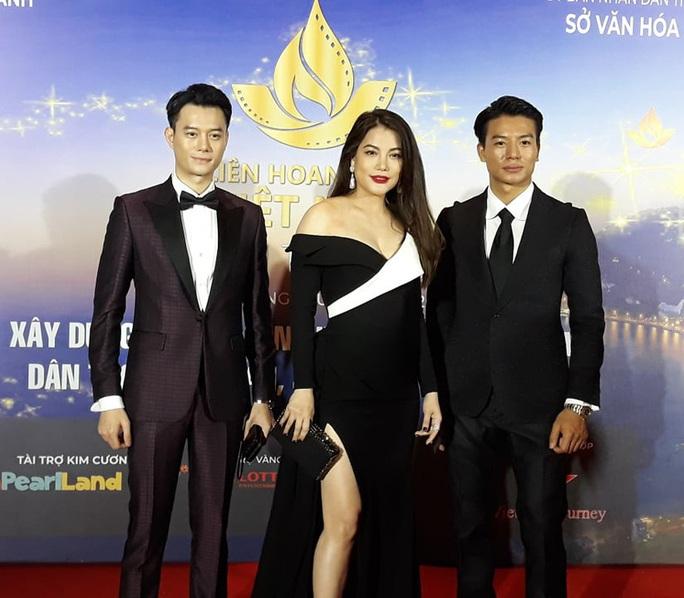 Lan Phương, Ngọc Ánh, Thanh Thuý đọ sắc trên thảm đỏ liên hoan phim - Ảnh 4.