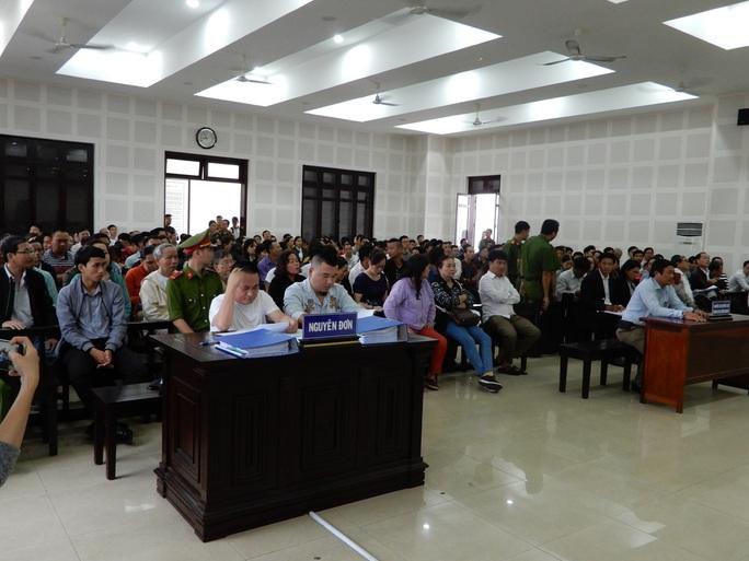 Gần 300 người dự phiên tòa tranh chấp hợp đồng môi giới đất nền - Ảnh 2.
