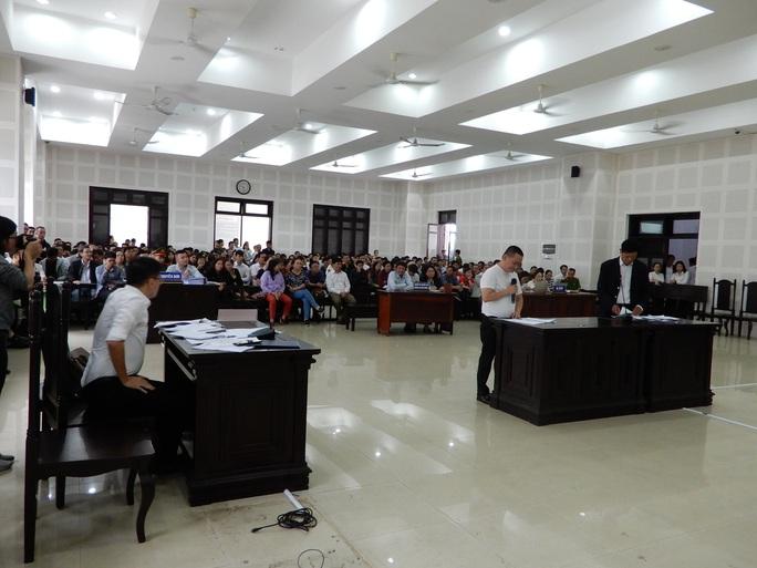 Gần 300 người dự phiên tòa tranh chấp hợp đồng môi giới đất nền - Ảnh 1.