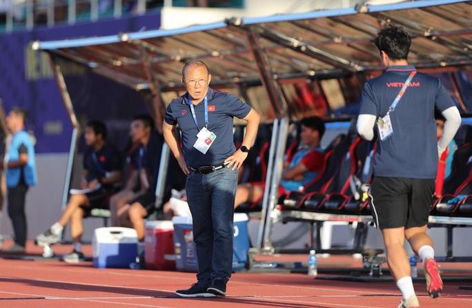 HLV Park sẽ xem lại băng hình về bàn thua đầu tiên ở SEA Games 2019 - Ảnh 2.