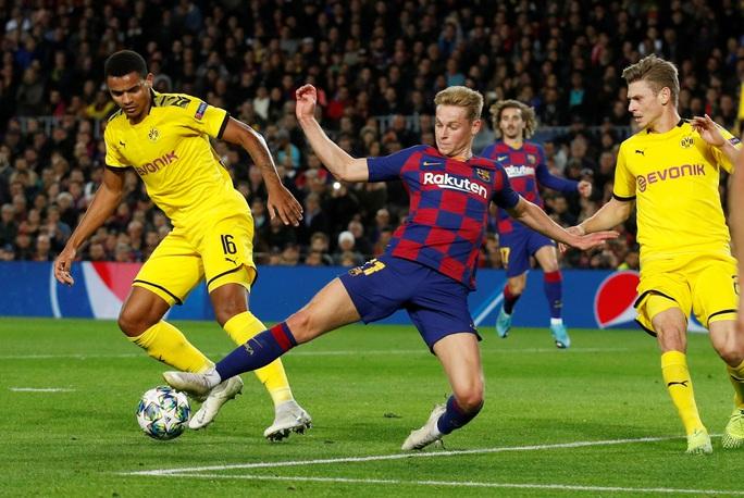 Messi thăng hoa trận 700, Barcelona vượt vòng bảng Champions League - Ảnh 1.