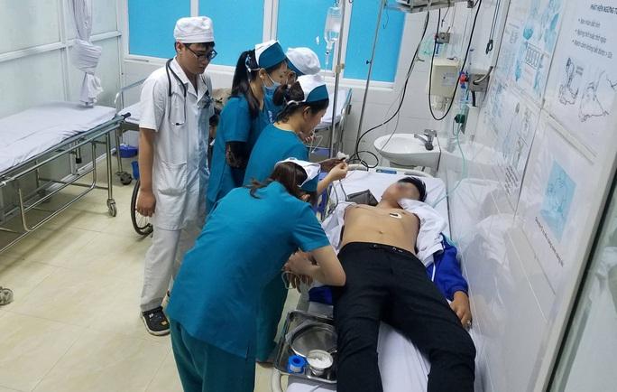 Nam sinh viên nhập viện sau khi bị tạm giữ tại công an phường - Ảnh 1.