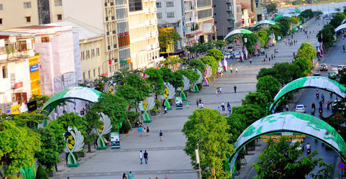 Đường Nguyễn Huệ cấm xe 3 đêm cuối tuần - Ảnh 1.