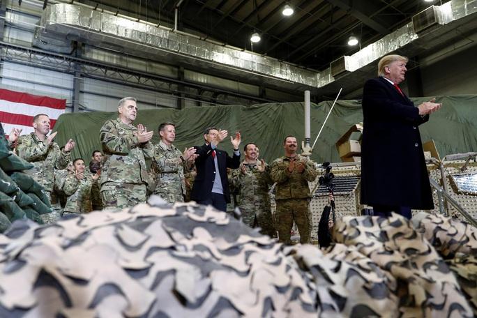 Ông Trump đến Afghanistan, có động thái bất ngờ về Taliban - Ảnh 8.