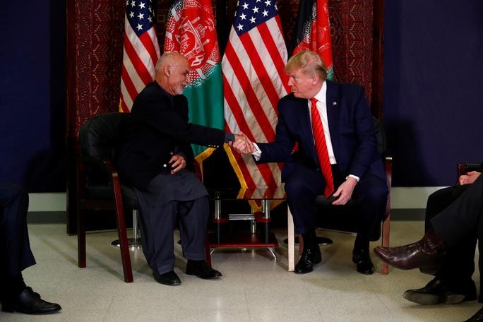Ông Trump đến Afghanistan, có động thái bất ngờ về Taliban - Ảnh 10.