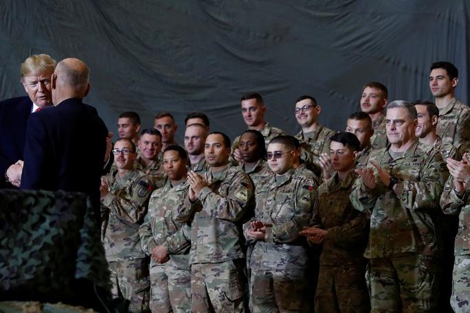Ông Trump đến Afghanistan, có động thái bất ngờ về Taliban - Ảnh 3.