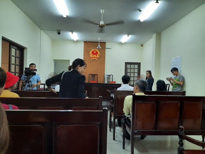 Tòa xử vụ kiện ca sĩ Đàm Vĩnh Hưng hoãn bất ngờ - Ảnh 2.