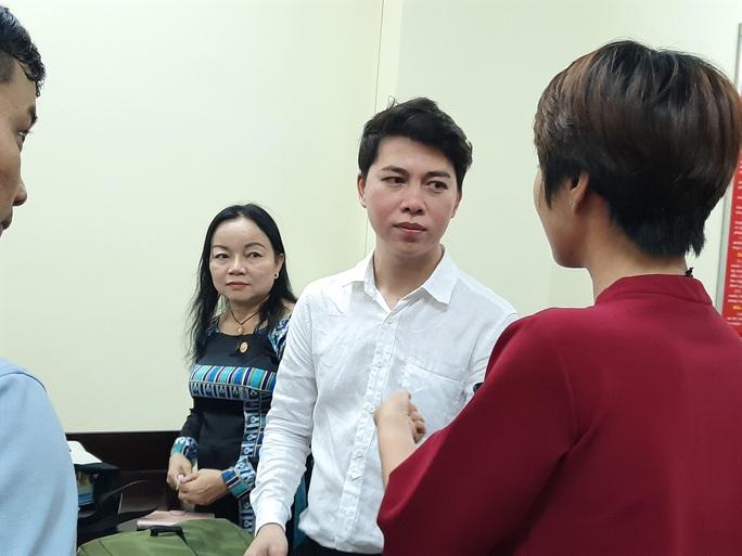 Tòa xử vụ kiện ca sĩ Đàm Vĩnh Hưng hoãn bất ngờ - Ảnh 1.