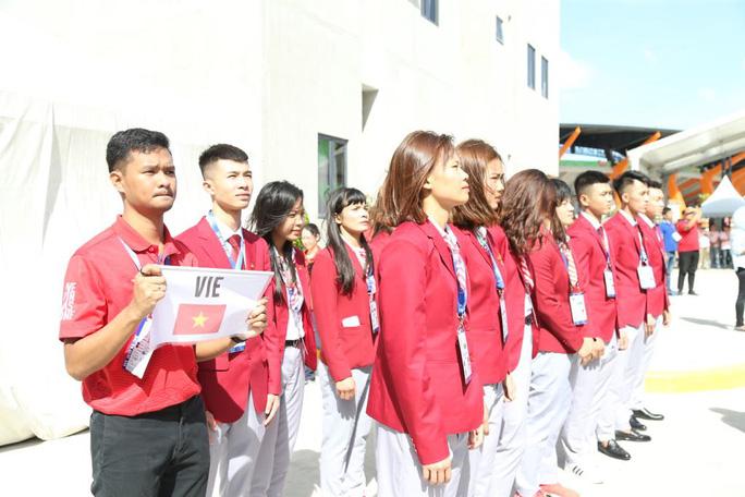 Cờ Việt Nam tung bay trong làng SEA Games 30 - Ảnh 2.