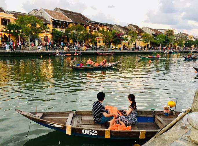 Lượng du khách quốc tế tới Việt Nam cao chưa từng có - Ảnh 1.