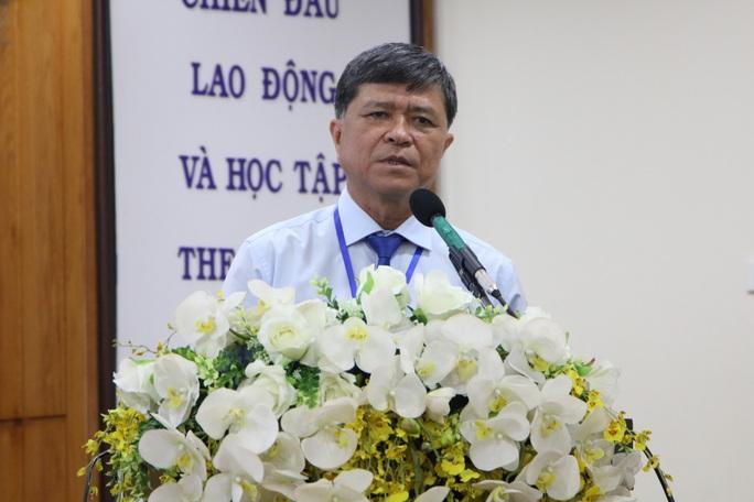 Tất cả các trường phải mua 32 đầu SGK mà  Bộ GD-ĐT đã công bố - Ảnh 1.