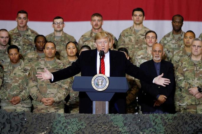 Ông Trump đến Afghanistan, có động thái bất ngờ về Taliban - Ảnh 1.
