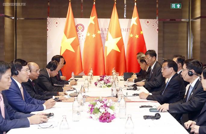 Thủ tướng Nguyễn Xuân Phúc nêu vấn đề trên biển với Thủ tướng Trung Quốc - Ảnh 1.