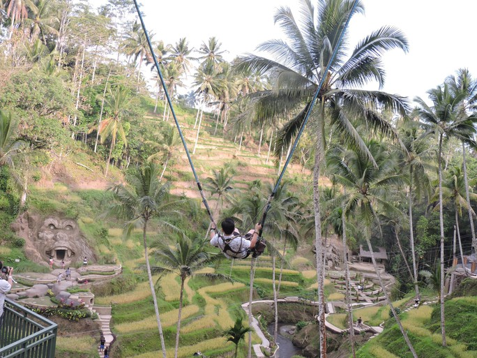 Clip: Đến Bali, đu đưa với tử thần - Ảnh 1.