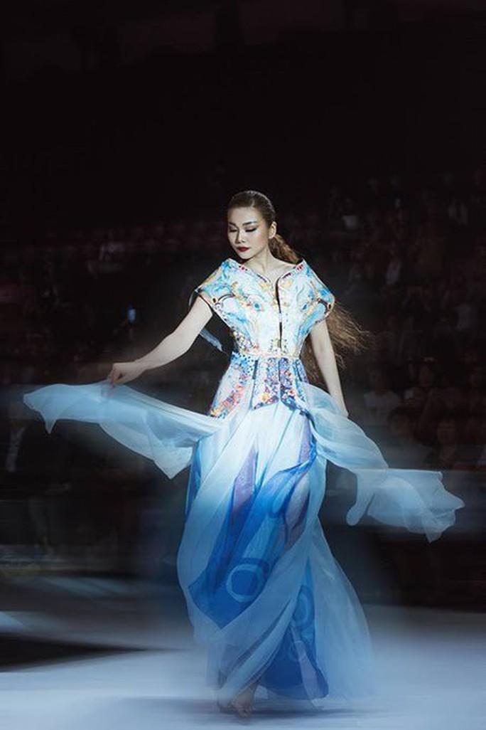 Thanh Hằng không hổ danh Biểu tượng thời trang Việt - Ảnh 2.