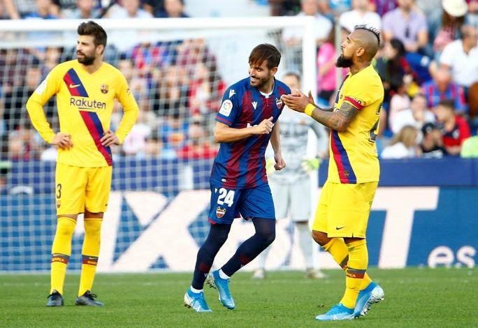 Levante tạo địa chấn, Barcelona may mắn không mất ngôi La Liga - Ảnh 4.