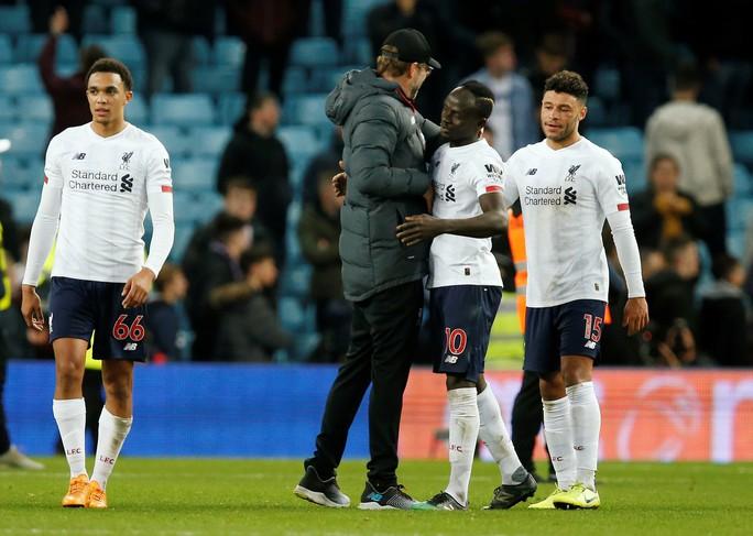Ngược dòng siêu hạng, Liverpool hạ Aston Villa, giữ ngôi đầu phút 90+4 - Ảnh 1.