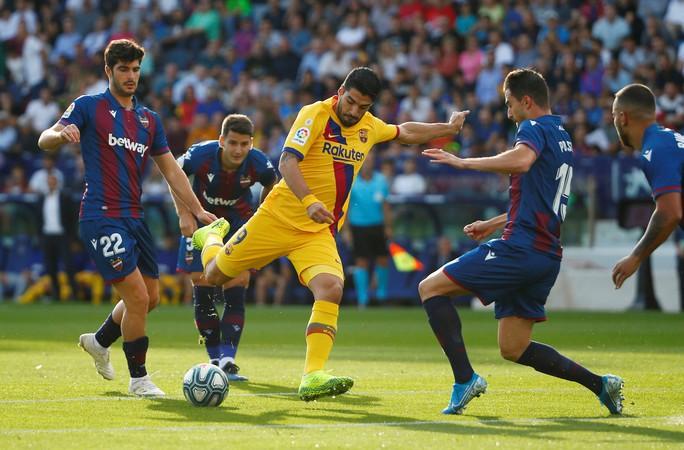 Levante tạo địa chấn, Barcelona may mắn không mất ngôi La Liga - Ảnh 2.