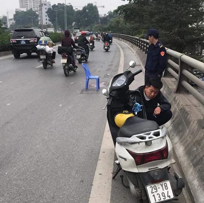 Tạm giữ nam tài xế xe bán tải gây tai nạn khiến 2 mẹ con thương vong rồi bỏ chạy - Ảnh 1.