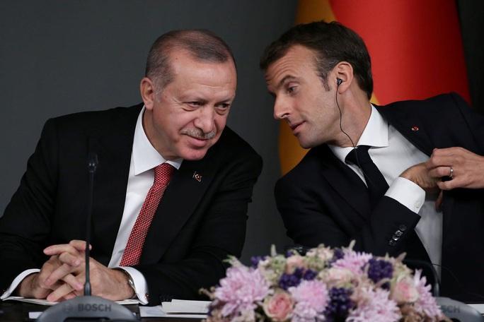 Ông Erdogan hỏi tổng thống Pháp có bị chết não không? - Ảnh 1.