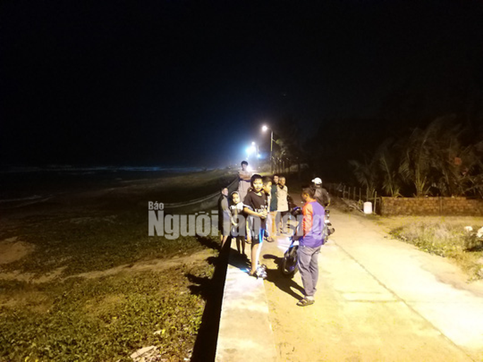 NÓNG: Hàng chục bánh heroin có chữ Trung Quốc trôi vào biển Quảng Nam - Ảnh 2.
