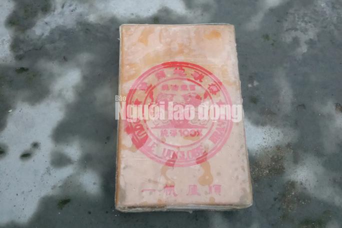 NÓNG: Hàng chục bánh heroin có chữ Trung Quốc trôi vào biển Quảng Nam - Ảnh 4.
