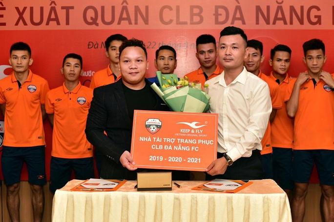 Chuyện ông bầu Futsal mời Phan Văn Đức, Minh Vương làm người mẫu thể thao - Ảnh 2.