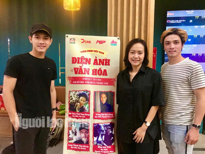 Diễn viên Hồng Ánh bồi hồi gặp lại đạo diễn Nguyễn Vinh Sơn - Ảnh 2.
