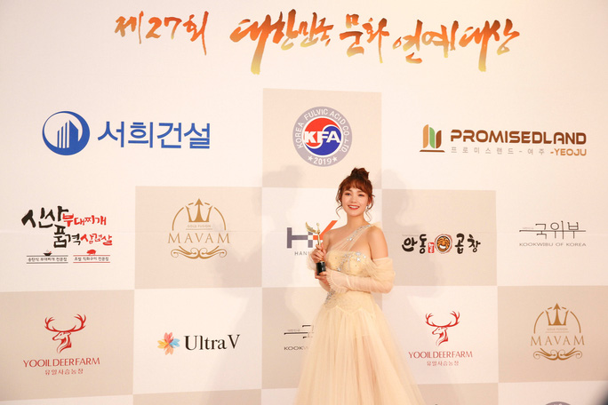 Minh Hằng nhận giải Mai Vàng của Hàn Quốc - Ảnh 1.
