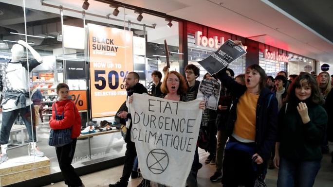 """""""Cấm"""" Black Friday vì mua sắm quá đà, ô nhiễm, tắc đường - Ảnh 3."""