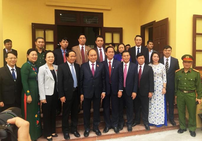 Thủ tướng Nguyễn Xuân Phúc: Biên giới bình yên mới lo chuyện đại sự trong nước được - Ảnh 2.