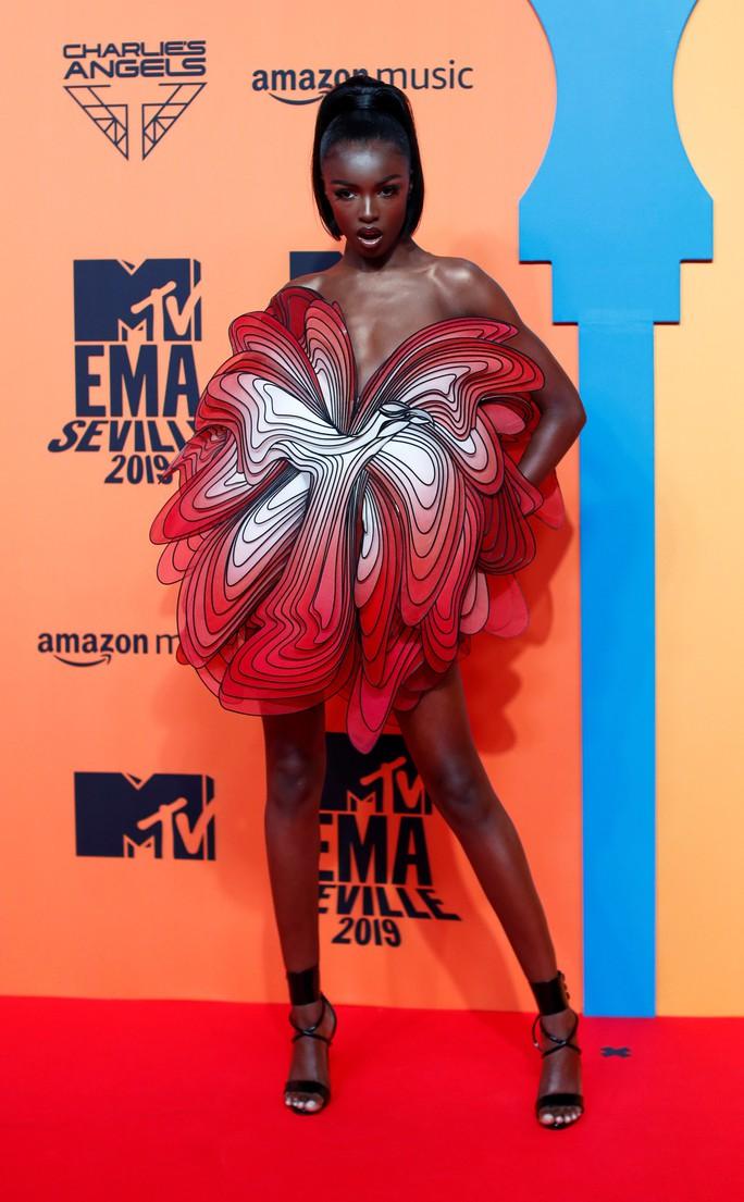 """Người đẹp """"mặc như không"""" trên thảm đỏ - Ảnh 10."""