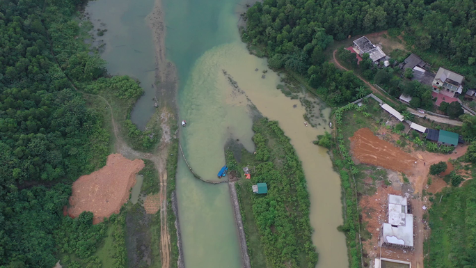 Hà Nội phát hiện Công ty nước sông Đà xả hàng ngàn m3 nước xúc rửa bể chứa ra suối - Ảnh 1.
