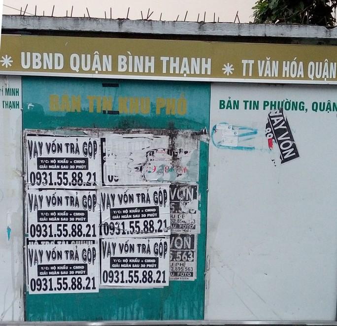 Bảng tin khu phố thành nơi quảng cáo cho vay - Ảnh 1.