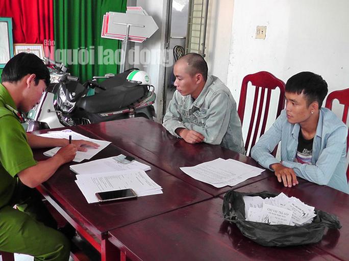 Tóm thêm 2 đối tượng từ Ninh Bình vào Đồng Tháp phát tờ rơi tín dụng đen - Ảnh 2.