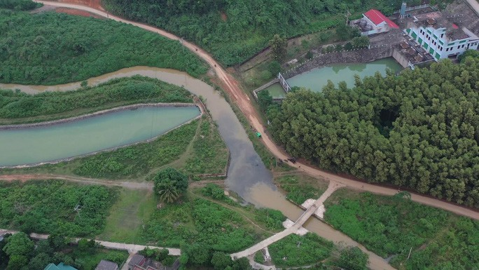 Chủ tịch Hà Nội nói về trách nhiệm trong vụ nước sông Đà nhiễm dầu thải - Ảnh 2.