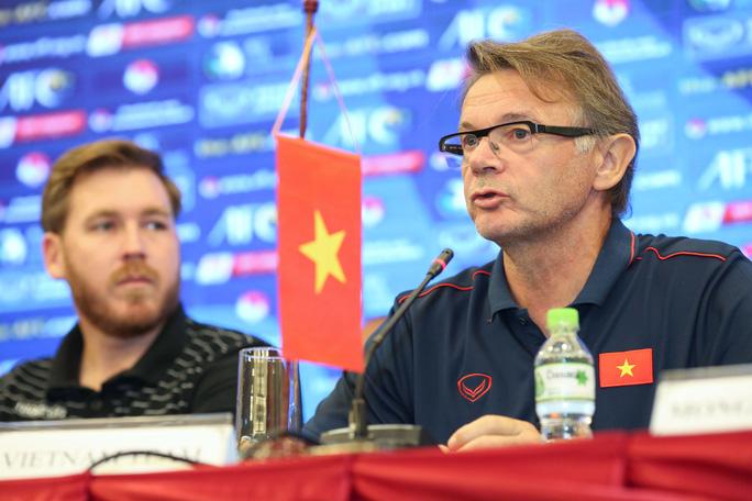 HLV Troussier: Tuyển U19 Việt Nam tự tin sẽ vào VCK châu Á 2020 - Ảnh 1.