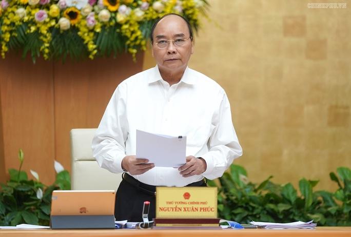 Thủ tướng Nguyễn Xuân Phúc yêu cầu không dùng ngân sách để chúc Tết, tặng quà lãnh đạo - Ảnh 1.