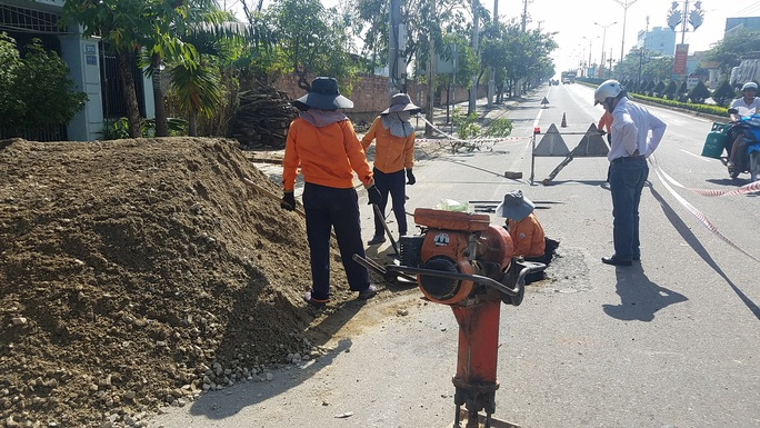 Hố tử thần nguy hiểm chết người xuất hiện trên đường Hồ Chí Minh - Ảnh 4.