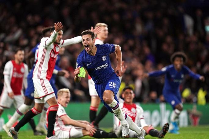 Sao trẻ Abraham quyết ghi bàn, Chelsea mơ soán ngôi Man City - Ảnh 2.